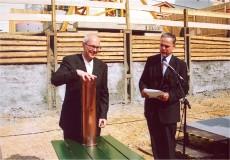 Grundsteinlegung des Studienzentrums und des Tiefmagazins der Herzogin Anna Amalia Bibliothek am 22.5.2002 (mit Hellmut Seemann)