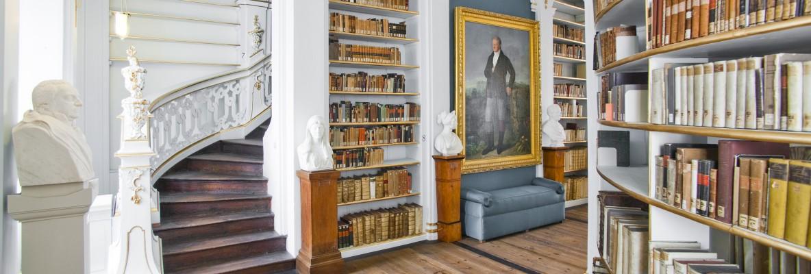 im Rokokosaal der »Herzogin Anna-Amalia Bibliothek«